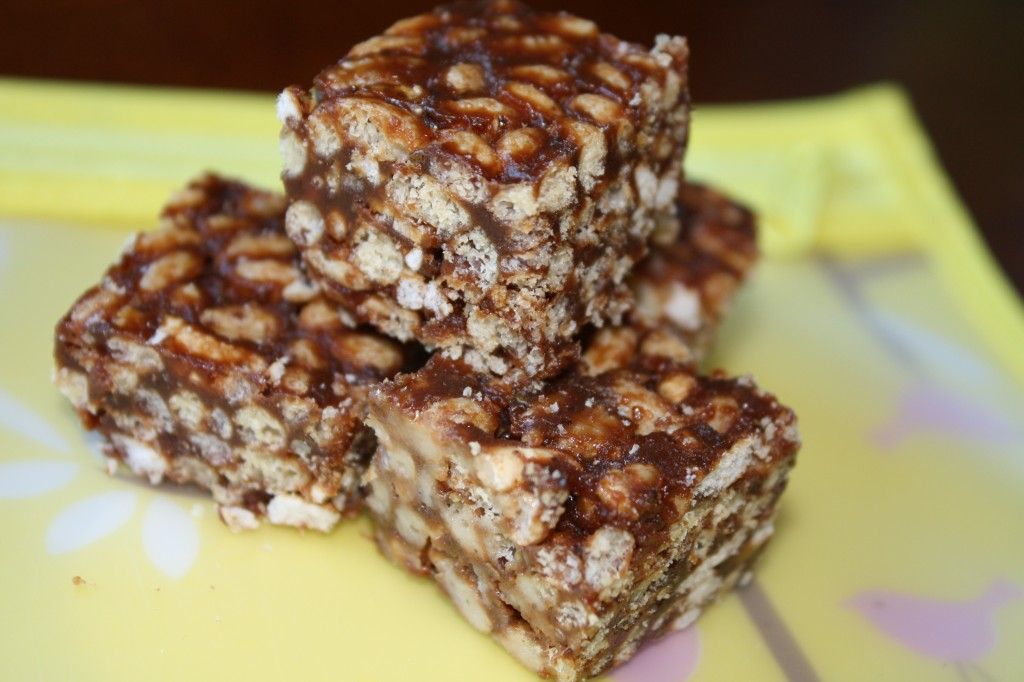 Chocolate Peanutbutter Rice Crispy Treats-Refined Sugar free (Plus a lunchbox organizing tip!)