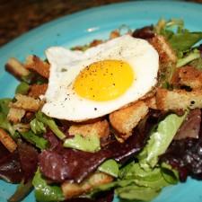 Paleo Fried Egg Green Salad w/ Warm Croutons