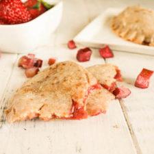 Paleo AIP Strawberry Rhubarb Pies #paleoaip #nutfree #dairyfree #strawberryrhubarb #vegan