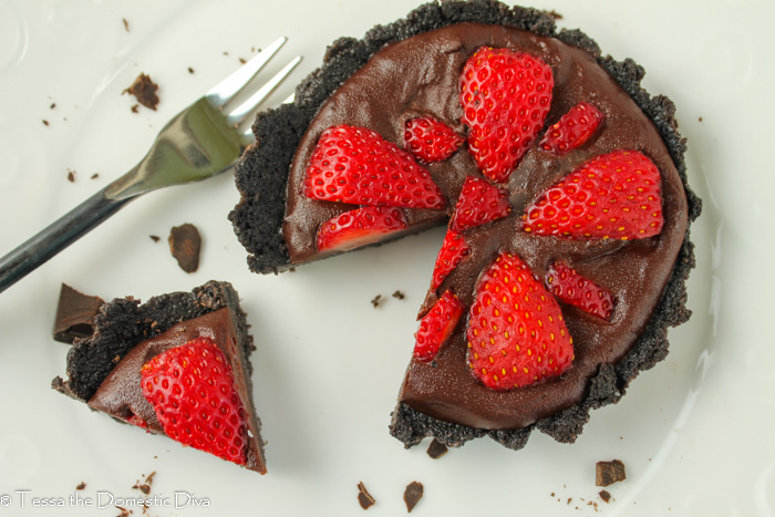 birds eye view of a small no bake strawberry chocolate tart in a cookie crust